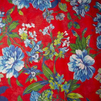 Tecido chitão 100% algodão estampado floral azul com raminhos fundo vermelho